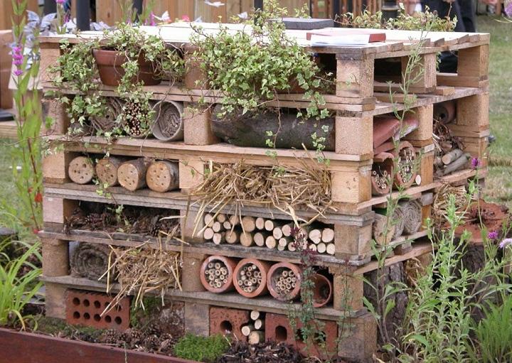 Wood Pallets Bee Hotel