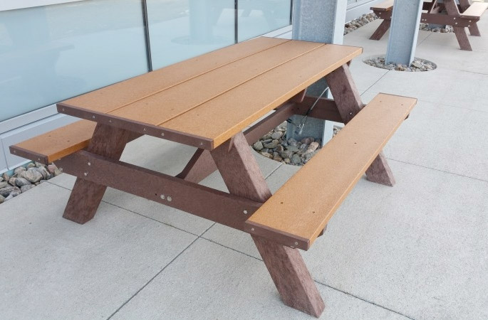 The Benefits of Outdoor Picnic Tables For Employee Lunches