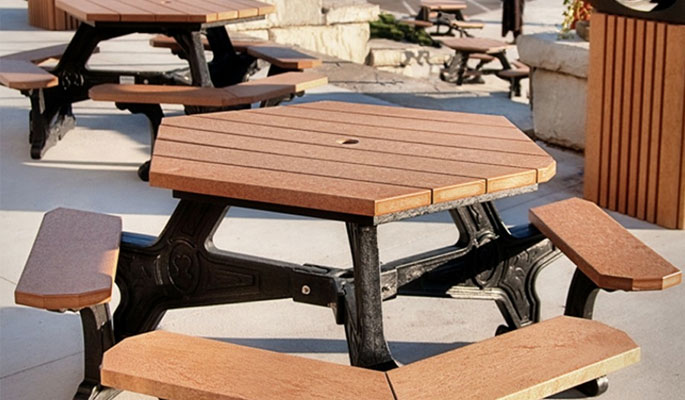 4 Benefits of Outdoor Picnic Tables for Employee Lunches
